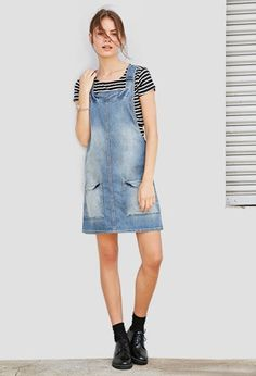 Robe Coupe Droite en Jean - Denim Overall Dress – Dresses – 2000142164 – Forever 21 EU English Source by - Fashion 2020, Look Fashion, 90s Fashion, Fashion Outfits, Cute Girl Outfits, Chic Outfits, Trendy Outfits, Sport Outfit, Shorts Jeans