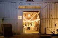 (barn wedding)  Photography by www.larakimmerer.com
