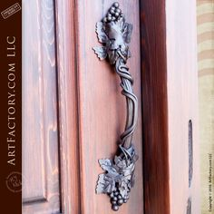 Door handle inspired by Grapevines - EDC2020
