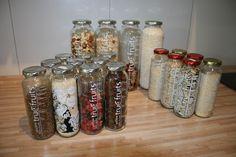 Ordnungssystem Küche: true fruits-Flaschen als Behälter für Müsli-Zutaten