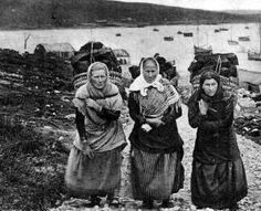 Old photograph of hardworking Crofters carrying peat baskets on the Orkney Islands, Scotland <> (celts, celtic, roots, history)