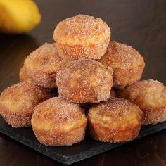 Yeast Donuts, Cinnamon Sugar Donuts, Doughnuts, Tasty Chicken Videos, Deep Fried Donuts, Fun Desserts, Dessert Recipes, Vegan Baking Recipes, Ty Food