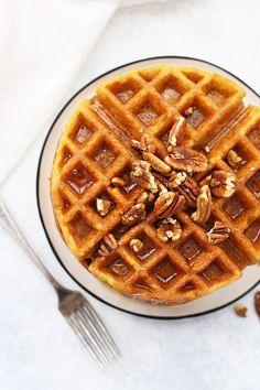 Gluten Free Almond Flour Pumpkin Waffles - Crispy, fluffy pumpkin waffles made with almond flour. These healthy pumpkin waffles are so good! Keto Waffle, Waffle Recipes, Gourmet Recipes, Cooking Recipes, Pancake Recipes, Crepe Recipes, Diet Recipes, Gluten Free Pumpkin, Healthy Pumpkin