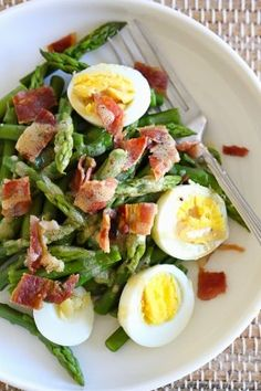 I love the combination of this simple salad of asparagus, hard boiled egg and bacon tossed with a Dijon vinaigrette – it has Spring written all over it! and bacon Asparagus Egg and Bacon Salad with Dijon Vinaigrette Think Food, I Love Food, Good Food, Yummy Food, Tasty, Low Carb Recipes, Cooking Recipes, Healthy Recipes, Bacon Recipes