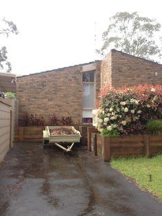 1969 mid-century modern Architect: Graeme Gunn Toorak for Merchant Builders P/L Finlayson St Rosanna #australia #midcenturymodern #brick #spine #ribs #exterior #mounteliza #mteliza