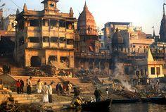 https://upload.wikimedia.org/wikipedia/commons/b/b4/Varanasi_cremation.jpg