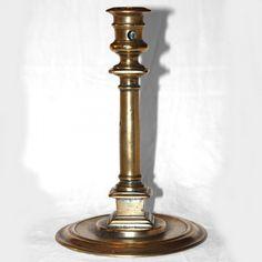 Chandelier à la colonne et piédestal. www.bougeoirsanciens.com