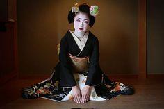 Beautiful maiko. Photograph by Watanabe San on Flickr
