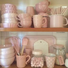 Shabby Chic Interior Design Ideas For Your Home Pink Kitchen Decor, Cute Kitchen, Shabby Chic Kitchen, Kitchen Items, Shabby Chic Interiors, Shabby Chic Decor, Deco Retro, Pink Houses, Cuisines Design