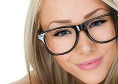 Lentilele anti-reflex prezinta in componenta lor un strat anti-reflexie care imbunatateste atat vederea, cat si aspectul ochelarilor, ambele caracteristici bazandu-se pe abilitatea acestui tip de lentile de a elimina reflectarea luminii de pe fata si spatele lentilei. Lent Optik iti prezinta 10 motive ca sa folosesti lentile cu tratament antireflex, in locul lentilelor obisnuite: Imbunatatesc vederea si sporesc confortul in purtarea ochelarilor, in comparatie cu lentilele obisnuite. [  319…