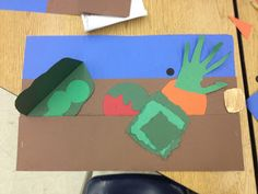 Krogers Kindergarten: Gardens! Like the idea of having the dirt be a pocket to put the vegetables in and take out.