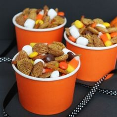 Looking for a fun, festive snack mix for your Halloween party? Look no further!