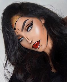 Wonder Woman or Cat Woman for halloween? - Stunning @rahmanbeauty wearing hidrocor cristal contact lens ✨ #solotica_melbourne
