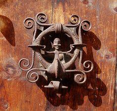 Seen in Guarda, Graubuenden, Switzerland. Door Knobs And Knockers, Window Furniture, Cool Doors, Door Accessories, Antique Doors, Windows And Doors, Metal Working, Door Handles, Antiques