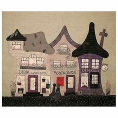 Casinhas francesas House Quilt Block, House Quilts, Fabric Houses, Quilt Blocks, Patchwork Quilting, Applique Quilts, Watercolor Quilt, Japanese Quilts, Halloween Quilts