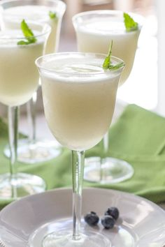 Sgroppino, a frothy Italian dessert sorbetto cocktail, made with lemon sorbet, Prosecco, and vodka. #SundaySupper