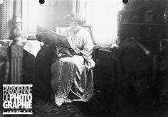 dans son appartement du 44 rue de Villejust (actuelle rue Paul Valéry). Paris, février 1910
