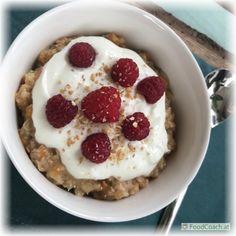 …und was ist Skyr? Lab, Oatmeal, Breakfast, Food, Yogurt Cups, Dairy, Soups And Stews, Berries, Food Food