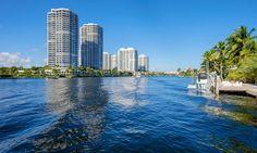 """Hacer un tour en barco alrededor de Miami. Esta excursión """"Best of Miami Tour"""" fue una experiencia genial. Puedes verlo todo en nuestro artículo."""