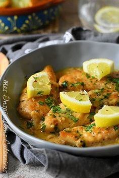 The One Food Cholesterol Cure - Poulet crémeux ail et citron The One Food Cholesterol Cure: reveals one single ingredient responsible for all cholesterol plaque buildup in your arteries. And how to completely eliminate it without medications. Chicken Broth Recipes, Healthy Chicken Recipes, Meat Recipes, Indian Food Recipes, Cooking Recipes, Ethnic Recipes, Shrimp Recipes, Easy Cooking, Sauce Recipes
