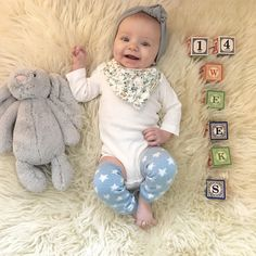 Simply Kimberly | Baby Milestone | Milestone Pictures | Weekly Baby Pictures | Watch Me Grow | Baby