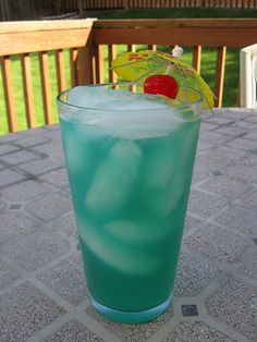 Blue Hawaiian -with lime juice??