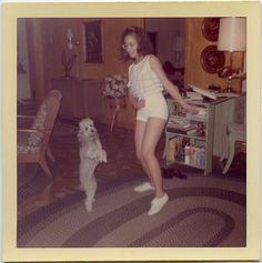 Dances with Poodles Vintage Pictures, Old Pictures, Vintage Images, Old Photos, Mode Vintage, Vintage Vibes, Retro Vintage, Fotografia Retro, Kombi Hippie