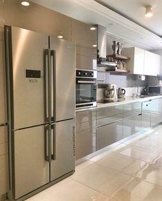 68 veces he visto estas grandes cocinas blancas. Modern Kitchen Interiors, Luxury Kitchen Design, Kitchen Room Design, Modern Kitchen Cabinets, Contemporary Kitchen Design, Kitchen Cabinet Design, Home Decor Kitchen, Interior Design Kitchen, Ikea Kitchen