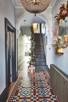 Christmas house: a Victorian renovation with a modern festive twist – Home Renovation Modern Victorian Homes, Victorian House Interiors, Victorian Rooms, Victorian Home Decor, Victorian Townhouse, Victorian Design, Victorian Terrace Interior, 1930s House Interior, Townhouse Interior