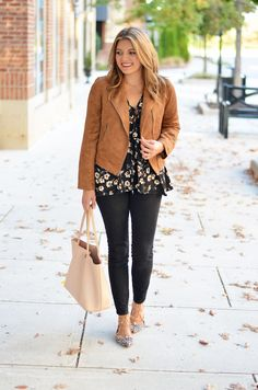 how to wear floral print fall - floral print top, tan suede moto jacket, black skinny jeans, lace up flats | www.bylaurenm.com