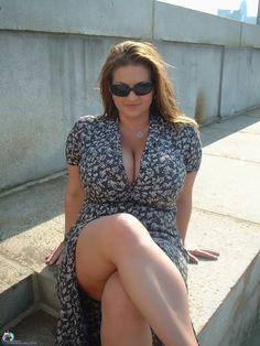 curvy mom