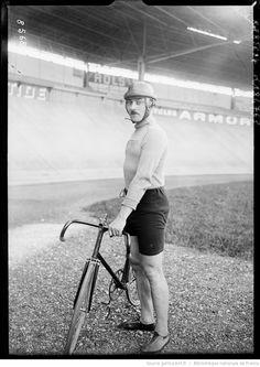[Portrait du coureur cycliste Lucien] Duclair : [photographie de presse] / [Agence Rol]
