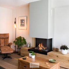 Living Room Decor Fireplace, Home Fireplace, Fireplace Design, Living Room Modern, Home Living Room, Interior Design Living Room, Inside A House, Bungalow House Plans, Dining Room Design