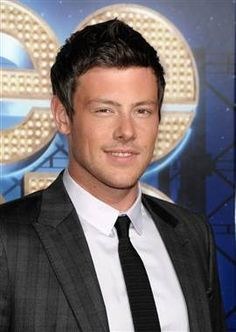 'Glee's' Cory Monteith checks into rehab
