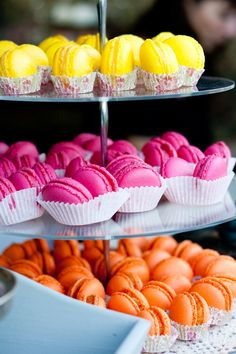 macarons in cupcakebakjes