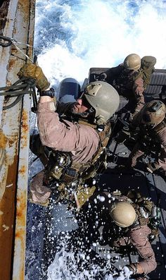 U.S. Navy photo by Mass Communication Specialist 2nd Class Josue L. Escobosa #military #special forces #operator #navyseals