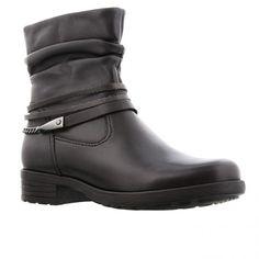 Sort glat skind støvle med rynket skaft og remme omkring anklen. Elastik og lynlås på indersiden, udtagelig indersål med Optifit og Comfort samt microfiber foer. Vidde G. Hælhøjde 2,5 cm. Skaftelængde 14 cm.