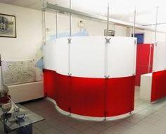 Trennwand als Kabine im Kosmetikstudio schöne Farben rot-weiss Milchglas, Form / Optik gefällt mir