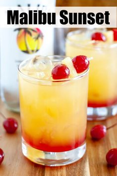 This Malibu Sunset drink will take you to a tropical paradise. A fruity cocktail with coconut rum. Perfect for Summer! Malibu Rum Drinks, Coconut Rum Drinks, Malibu Sunset Cocktail Recipe, Sunset Drink Recipe, Fruity Alcohol Drinks, Alcohol Drink Recipes, Fruity Bar Drinks, Mix Drink Recipes, Easy Fruity Cocktails