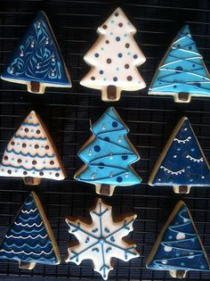 Blue Christmas Tree Cookies I like the way they look Christmas Tree Cookies, Iced Cookies, Cute Cookies, Christmas Sweets, Christmas Cooking, Noel Christmas, Christmas Goodies, Cookies Et Biscuits, Holiday Cookies