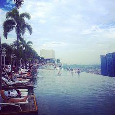 Hard to forget... #marinabaysands #hotel #rooftop #singapore #holidays #summer #paradise por: luckss_