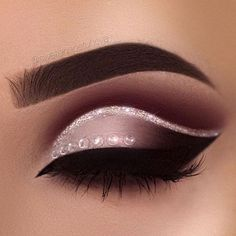 Delineated, smoky, colors, shapes and techniques to make up your eyes every time We propose ten eye makeup looks for different tastes and. Cute Makeup, Gorgeous Makeup, Pretty Makeup, Prom Makeup, Pageant Makeup, Unique Makeup, Wedding Makeup, Makeup Goals, Makeup Inspo