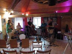 """Kunst & Kultur - Goldschmiede Vitten: Unikatschmuck, Wir freuen uns sie wieder bei uns zu haben, die Band Ratatouije! Die Zutaten des musikalischen """"Allerleis"""" erstreckten sich vom Blues, Swing, Chanson und Folk und sorgen für ein mediterranes Musikerlebnis. Genauso vielfältig wie die Zutaten für das französische Gemüsegericht, ist auch die Anzahl der Instrumente. Von Klarinette, Schlagzeug und Gitarre bis zu Percussion und Kontrabass ist alles mit dabei. Wir freueReparaturen und…"""