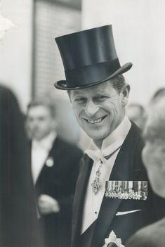 32 Vintage Fotos von Prinz Philip die SO scharf aussehen Elizabeth Philip, Princess Elizabeth, Queen Elizabeth Ii, Princess Diana, Adele, Prinz Philip, Prinz Harry, Photos Of Prince, Royals