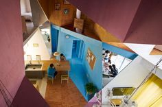 Speels en kleurrijk interieur in Japanse woning