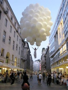 A bouquet of balloons for an aerial performance From Italy Ref: Price range: 5000 to 10000 euros (on top of logistic costs)