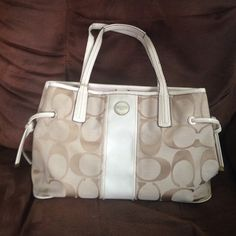 Coah bag gently used Gently used coach bag, paid $240 for it, willing to part with it for $70 Coach Bags Shoulder Bags