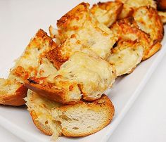 What's a pasta meal without some good garlic bread to sop up extra pasta sauce? For the recent pasta party dinner I hosted, I knew garlic br...
