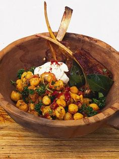 lamb chops with pay, paprika and chickpeas
