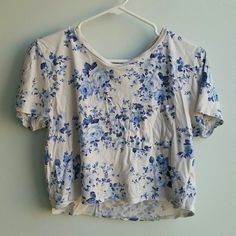 F21 floral pocket tee crop top Great condition, just wrinkled from storage Forever 21 Tops Crop Tops